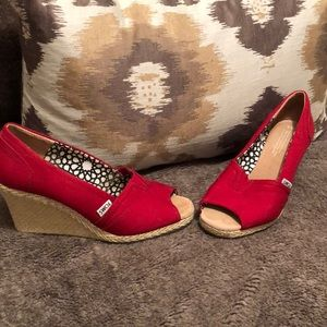 Tom's size 8.5 red open toe wedges